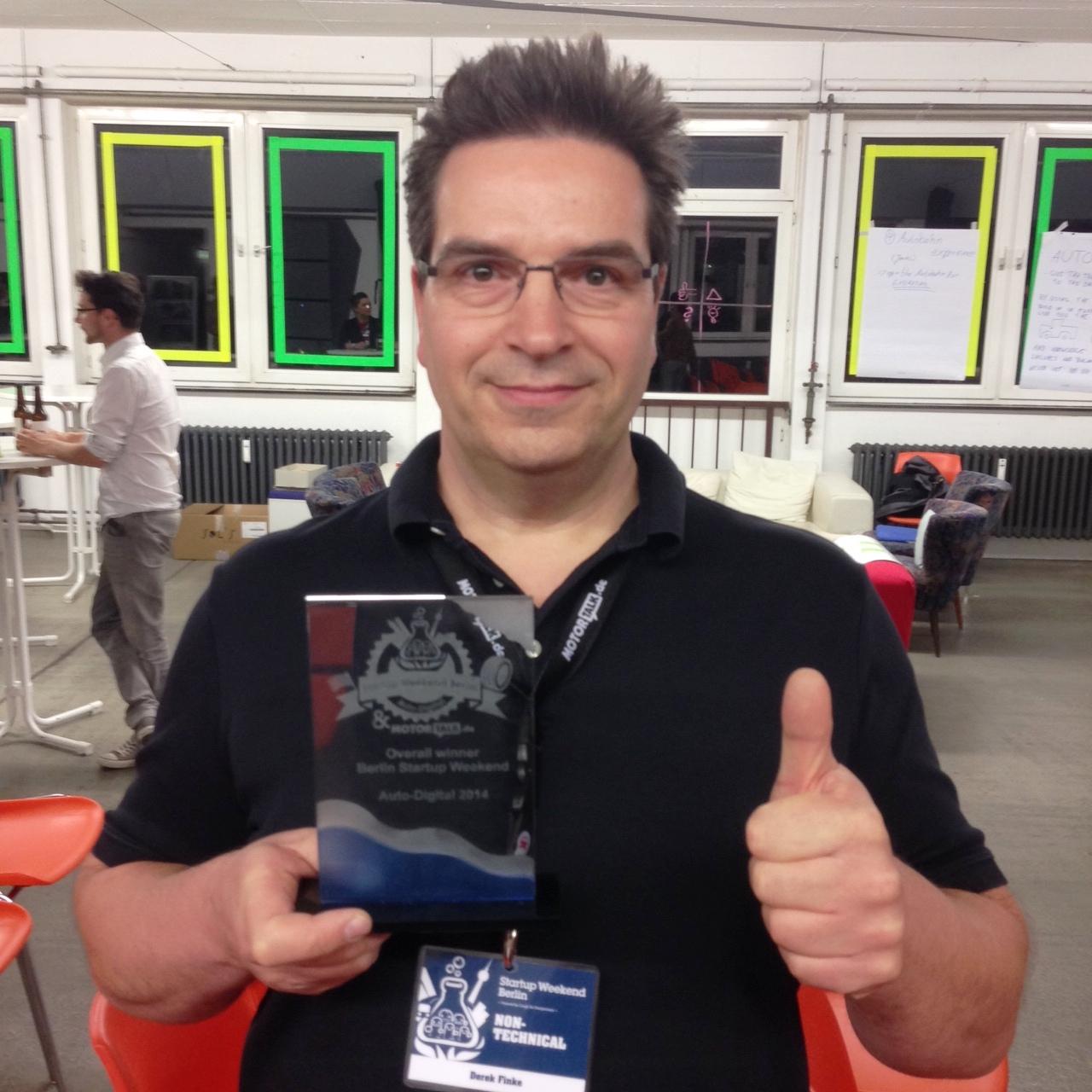 Derek Finke Startup Weekend Berlin Auto-Digital 2014 Team paketoo